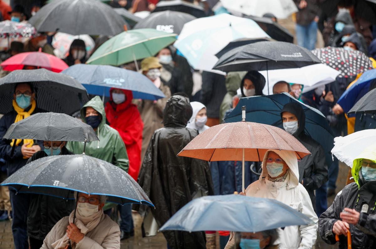 парасольки, люди