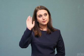 Мендель написала заявление на увольнение с должности спикера Зеленского, выяснили журналисты
