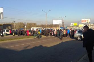 У Чернівцях бізнесмени через карантин вихідного дня перекрили дорогу – Карантин вихідного дня