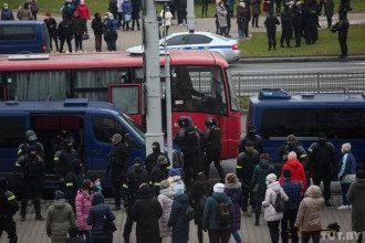 Белорусы вышли на акции в память о погибшем активисте Романе Бондаренко / Фото tut.by
