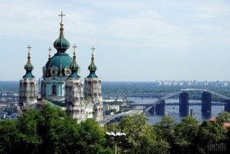В Україну доставлено Благодатний вогонь