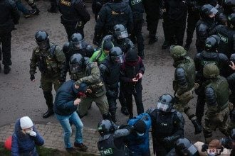 Силовики задерживают протестующих в Минске / tut.by