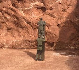 У пустелі США знайшли і засекретили загадковий металевий об'єкт