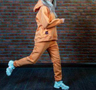 Модні жіночі спортивні костюми 2020