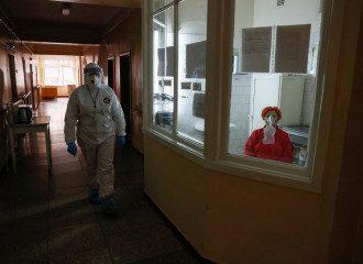 Врач поделился, что в больницах Киева, которые лечат больных COVID-19, нет мест
