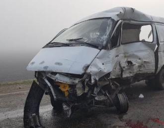 В РФ столкнулись микроавтобус и грузовик, шесть жертв – ДТП на Кубани