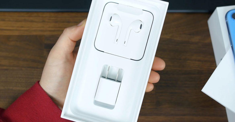 Apple зобов'язали повернути зарядні пристрої в комплект постачання iPhone