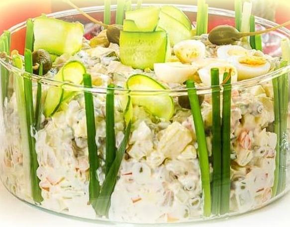 Традиционный новогодний салат можно приготовить с отварным говяжьим языком