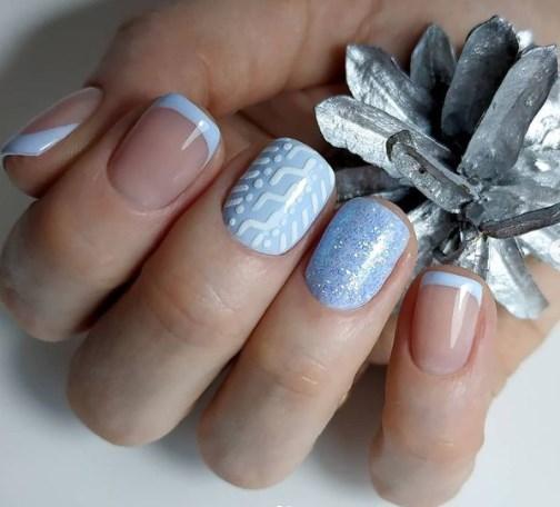 Блакитний новорічний манікюр