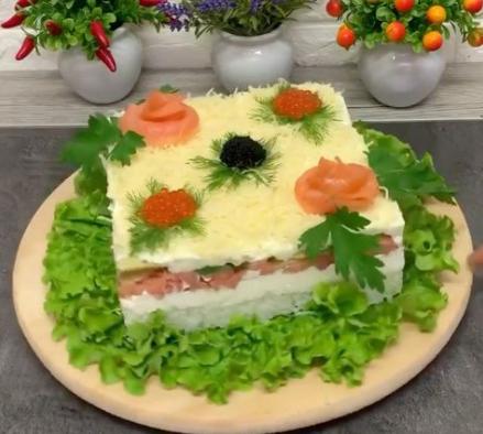 На новорічний стіл можна зробити салат-суші