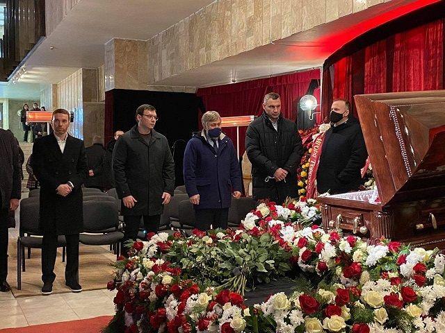 Михаил Добкин, Вадим Новинский, Евгений Мураев и Виталий Кличко на похоронах Кернеса