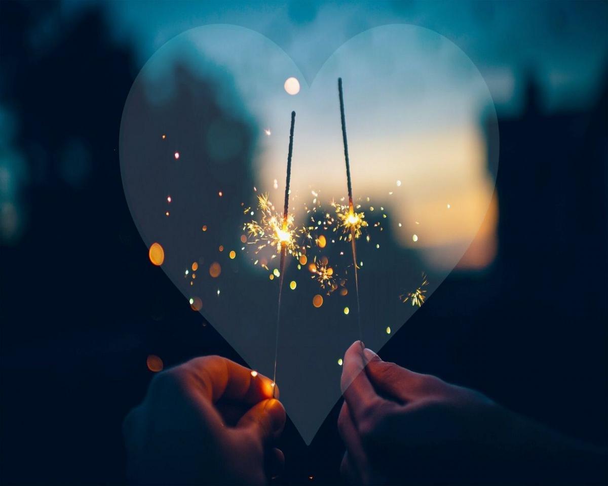 обои на рабочий стол новый год бенгальские огни сердце сердечко