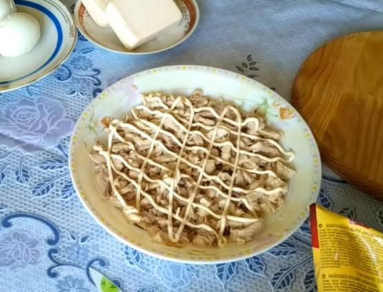 Зібрано різні святкові варіанти салату Наречена – Салат Наречена рецепт українською