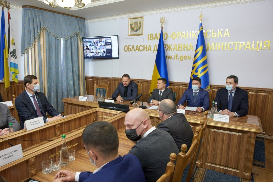Визит Зеленского на Прикарпатье закончился скандалом
