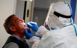 Как преодолеть эпидемию коронавируса / REUTERS