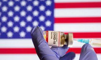 В США умерлы шесть участников испытаний вакцины / Reuters