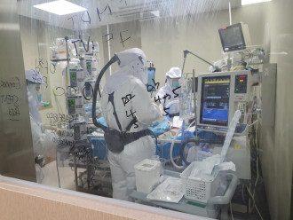 По словам врача, степень тяжести COVID-19 зависит от размера отека в легких – Коронавирус новости Украина