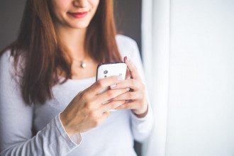 Почему нельзя пользоваться телефоном перед сном / pixabay