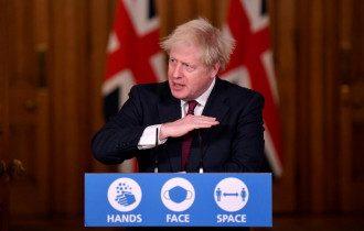 Джонсон прогнозирует большую опасность от нового штамма коронавируса / Reuters