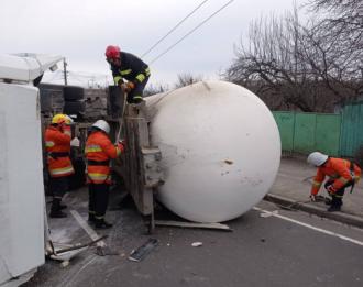 У Житомирі перекинулася автоцистерна, евакуйовано 12 осіб – Житомир ДТП