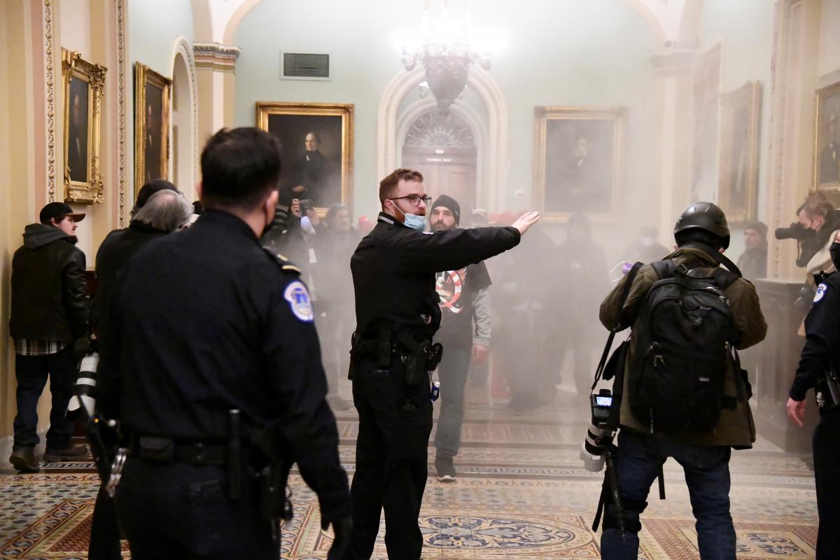 В Вашингтоне сторонники Дональда Трампа прорвались в Капитолий