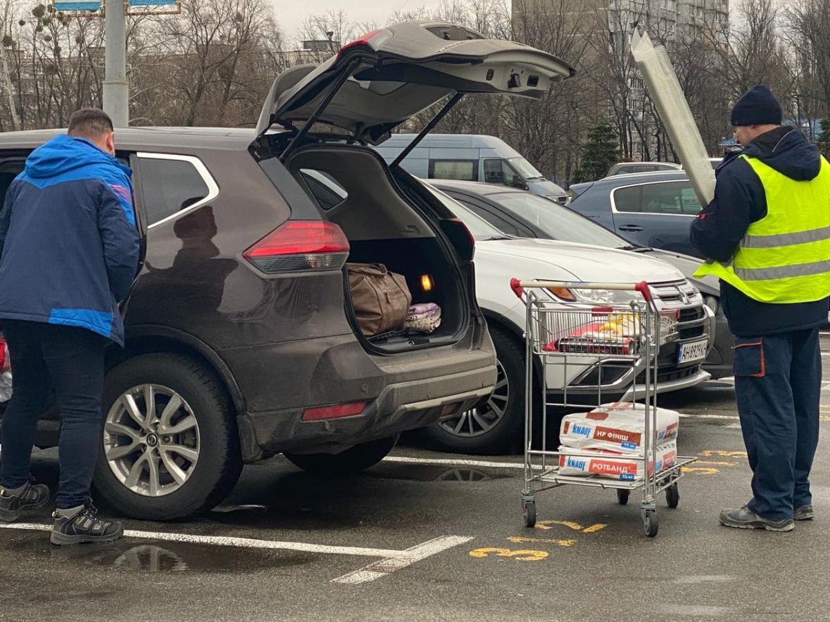 В первый день локдауна столичный Эпицентр запустил покупателей в магазин / Страна