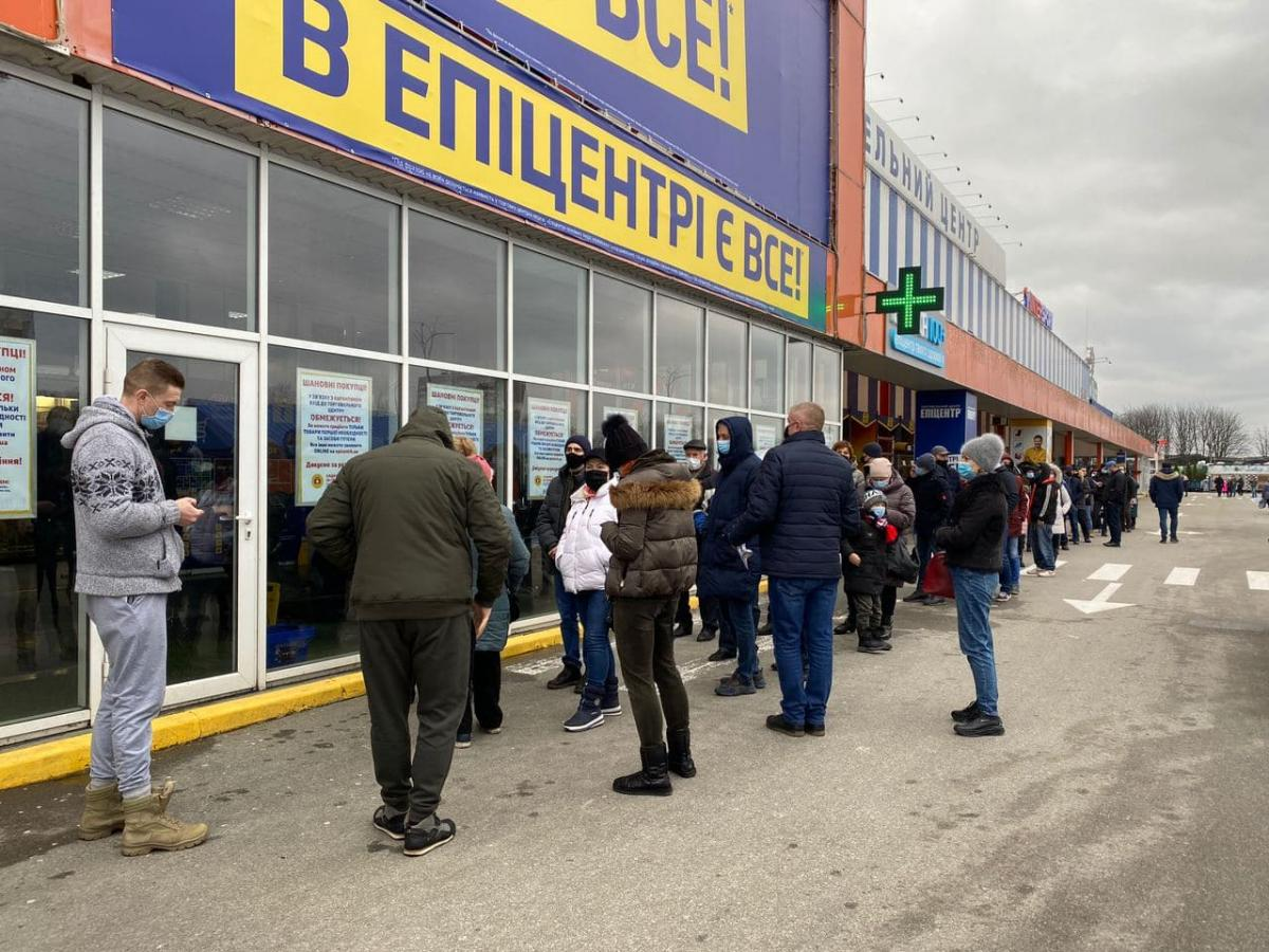 Один из супермаркетов в Киеве был открыт для посетителей / Страна
