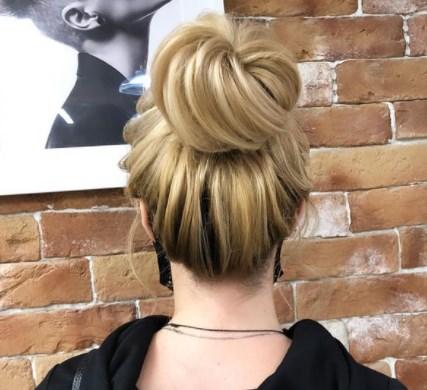 Зачіска пучок 2021