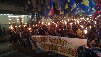 Степан Бандера - пособник нацистов и убийца детей - в США накинулись на Киев