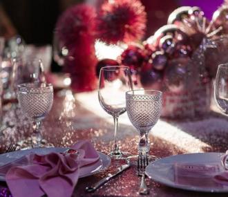 У меню на Різдво можна включити кутю, рульку, запечену форель, запечені овочі та десерт з вишні