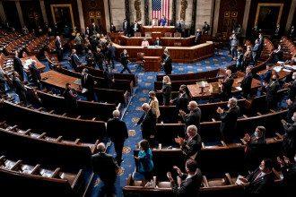 Конгресс готовится возобновить заседание / Reuters