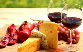 Вино, сир