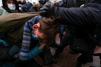 Журналисты выяснили, что в РФ на акциях протеста уже задержаны более тысячи человек – Митинги в России