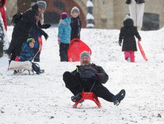 Синоптик знову обіцяє ожеледь і сніг в Україні
