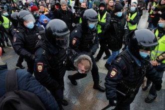Протести, навальны