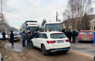 Протестующие перекрыли трассу на Буковине / cv.npu.gov.ua