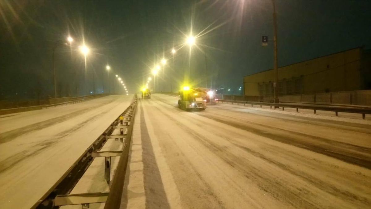 Водителей призвали не оставлять авто на обочинах, крайних полосах и тротуарах / kyivcity.gov.ua