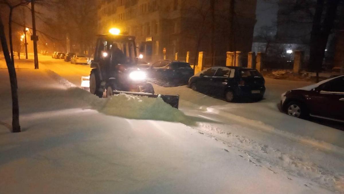Столичные коммунальщики расчищали снег всю ночь / Фото kyivcity.gov.ua