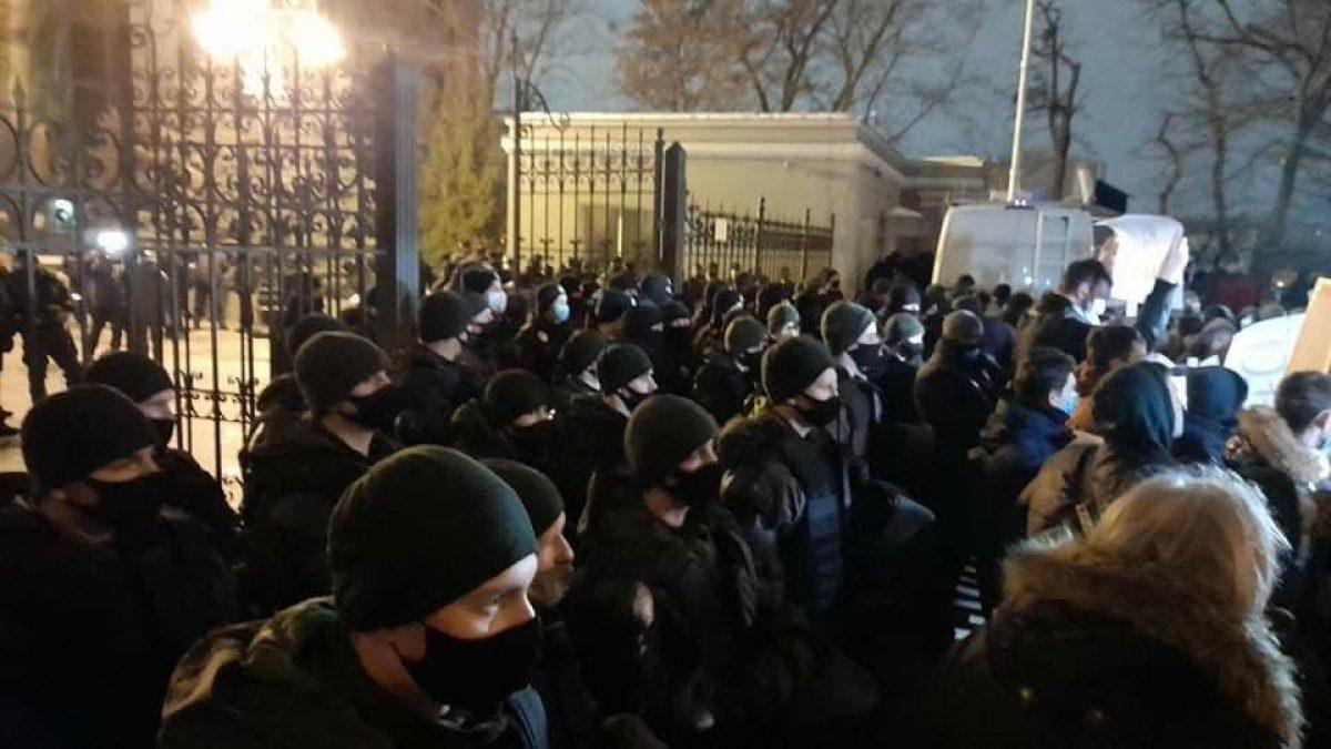 Под Офисом президента в день оглашения приговора Сергею Стерненко было жарко