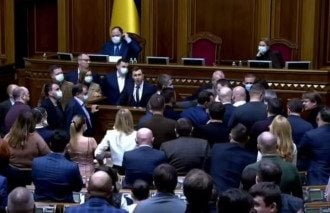 Народные депутаты устроили потасовку / Скриншот