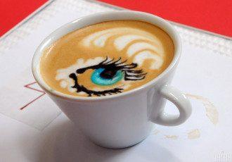 Диетолог сообщила, что детям после 14 лет можно давать одну чашку кофе в день