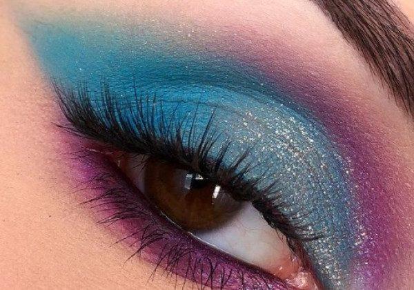 Голубой макияж глаз весна-лето 2021
