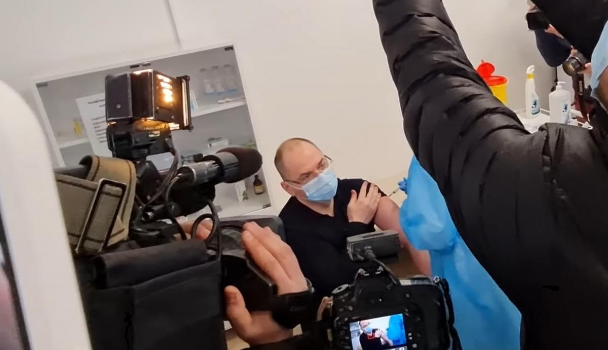 Министр Степанов вакцинировался индийским препаратом Covishield