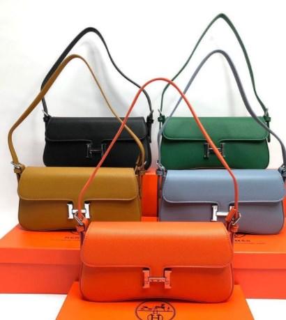 В моде яркие сумки / Instagram