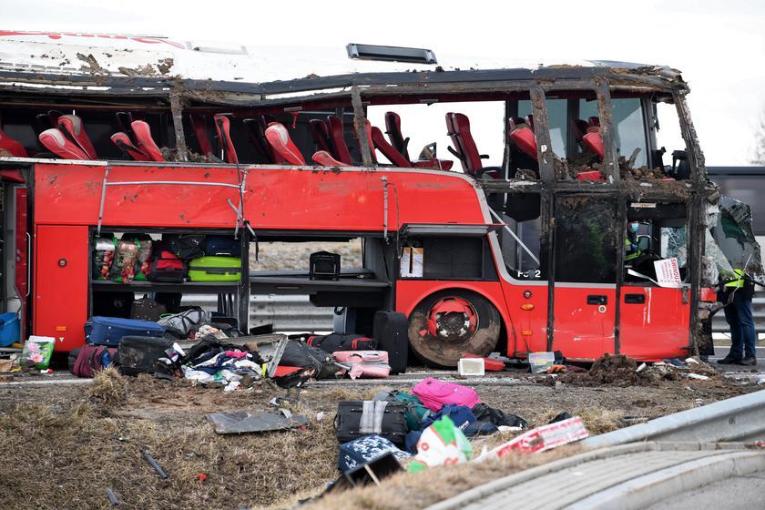 По предварительным данным, водитель не справился с управлением / Фото tvn24.pl
