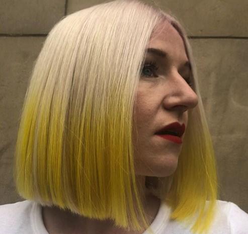 Желтые тона волос дико старят лицо / Instagram