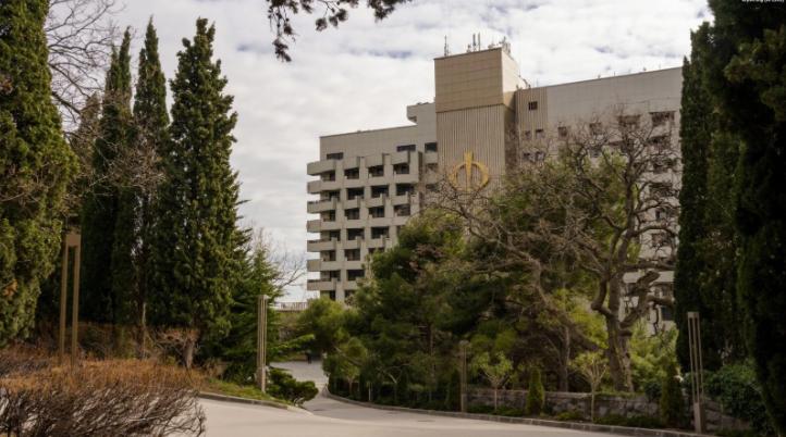 Оккупанты Крыма беспощадно уничтожают уникальный парк