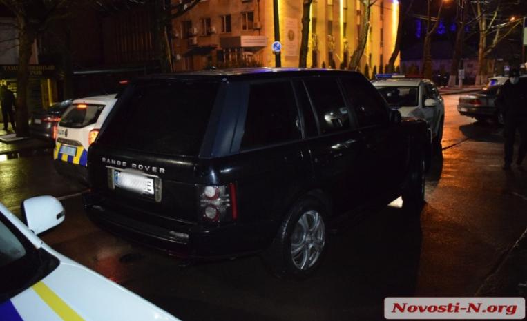 Миколаївський чиновник на позашляховику намагався втекти від поліцейських