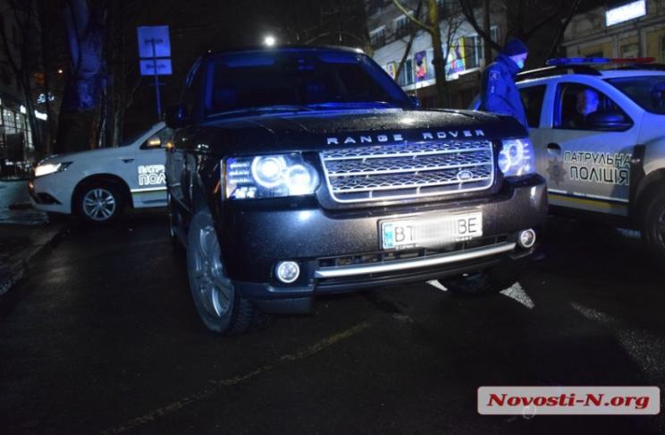 Миколаївський чиновник на Range Rover намагався втекти від поліцейських