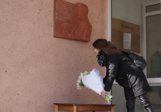 Открытие мемориальной доски Фоминых в Николаеве